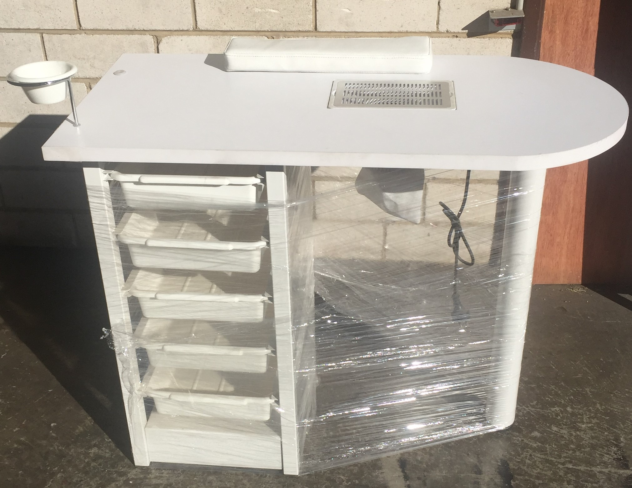 Ex Display Showroom Manicure Table with Fan